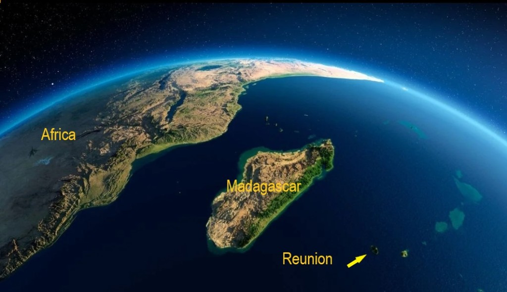 Marquesas - Reunion-from-space.jpg