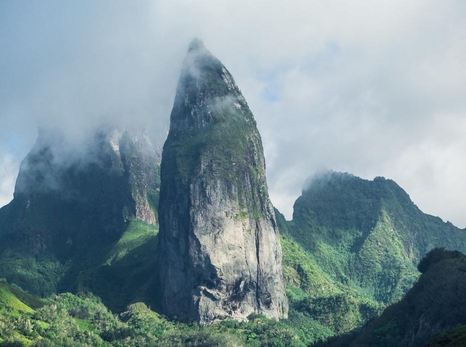 UaPou - Mt.-Oave-in-clouds.jpg