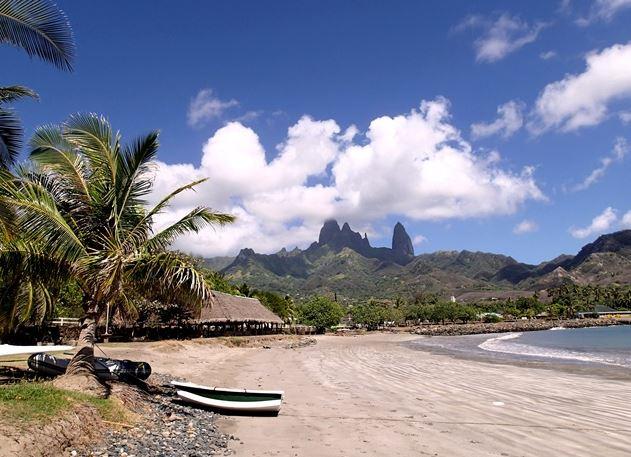 Hakahou - Hakahau-bay-with-spires.jpg