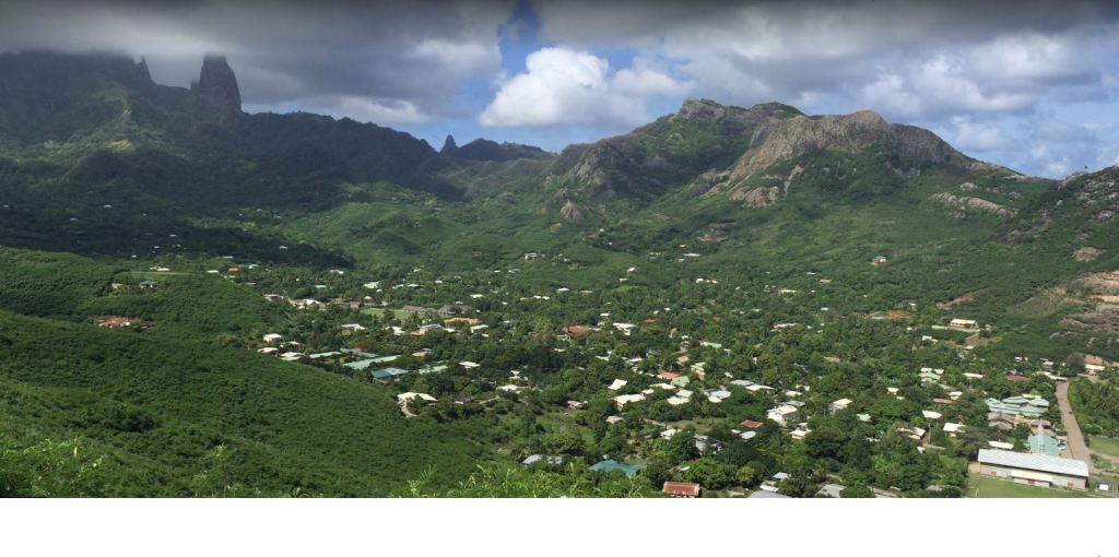 HakahouBay - Hakahau-bay-and-town-looking-south.jpg